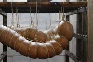 Свежеприготовленные готовые колбасы